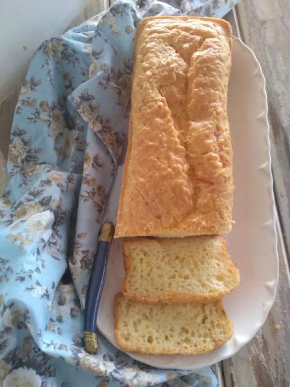 Esse Pão de queijo na forma é fácil de fazer e muito gostoso.