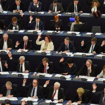 Píšeme poslancům před čtvrtečním hlasováním o cenzuře. Připojte se.