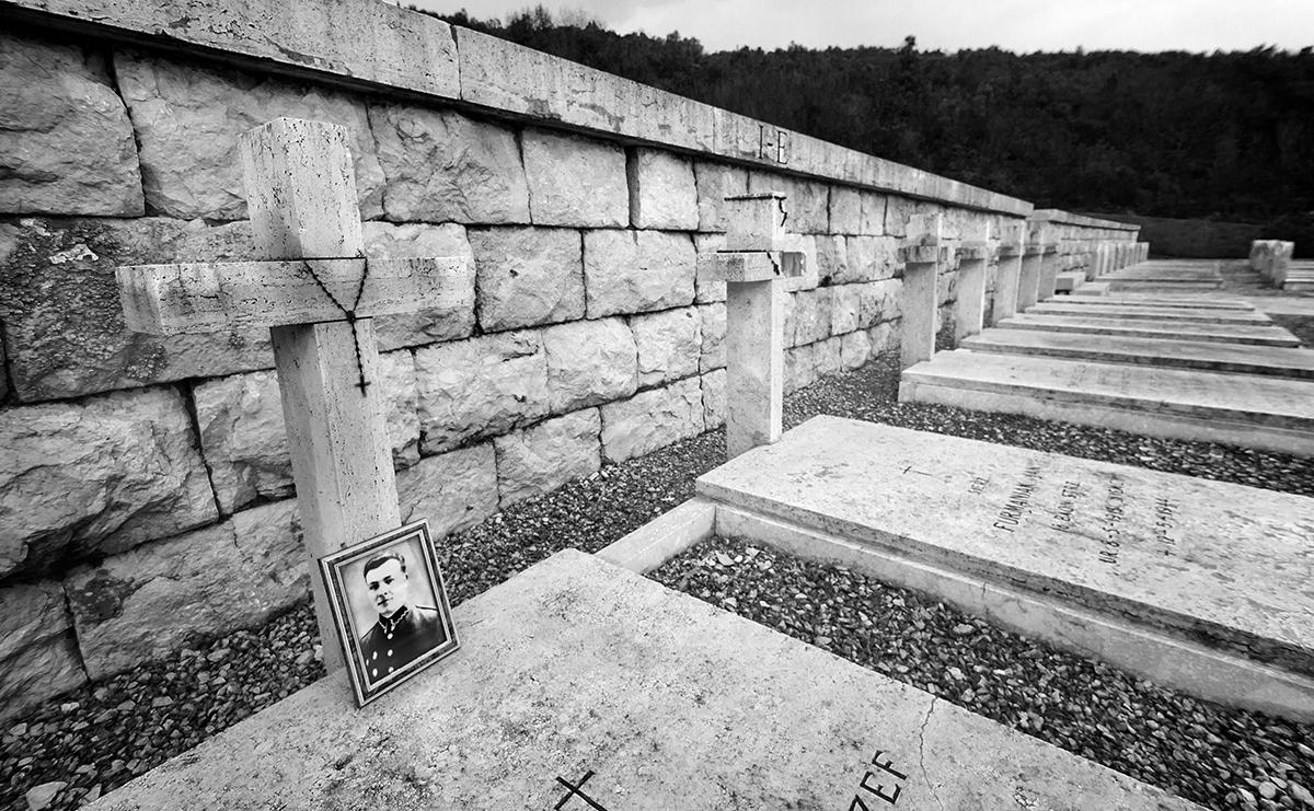 Tombe del Cimitero di Montecassino. Foto di Sossio Mormile