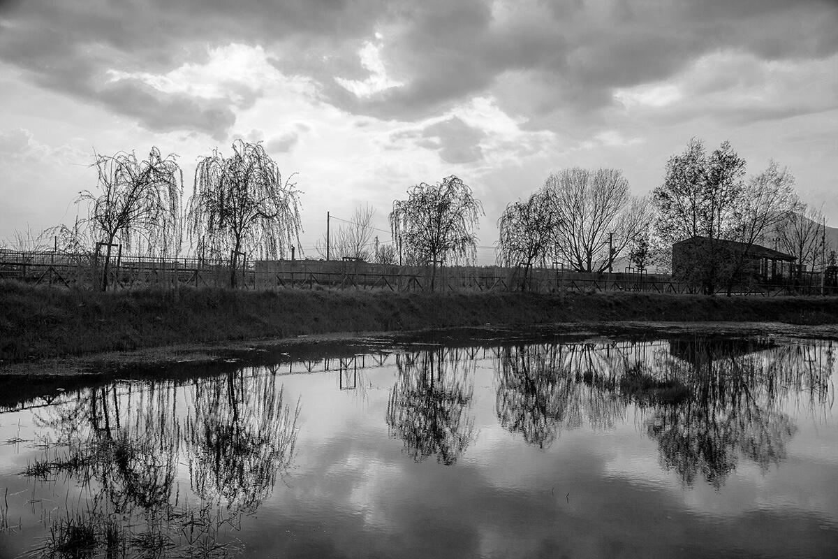 Scorcio sul fiume nel parco archeo-fluviale di Longola. Foto di Sossio Mormile