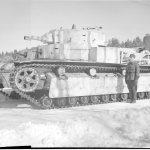 Neuvostoliitolta vallattu sotasaaliispanssarivaunu T-28 valmiina Suomen armeijan käyttöön