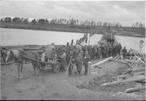 Taipaleenjoki: tarina jossa inhimillisyys tuo valon sodan arpien keskelle