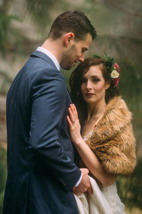 Ontario Wedding, Bride wearing fur shawl, Ontario Wedding Photographer