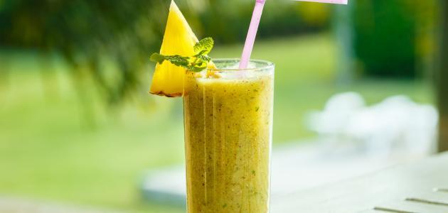 أعدي عصير الأناناس بالكيوي لصحة أفضل