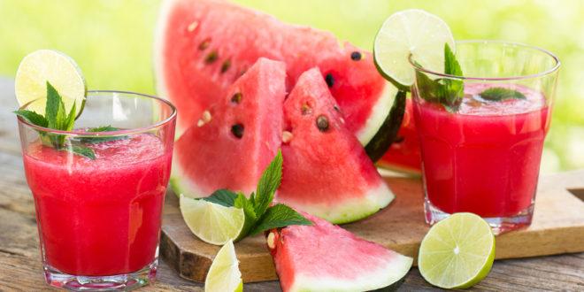حضري عصير البطيخ المثلج للإنتعاش في حر الصيف