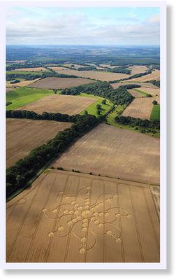 © Olivier Morel - Krąg zbożowy z 16 sierpnia w Tidcombe, niedaleko Burbage, hrabstwo Wiltshire