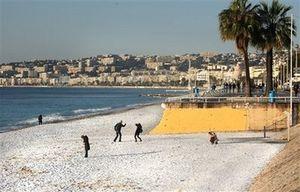 beach_snow_france_2009