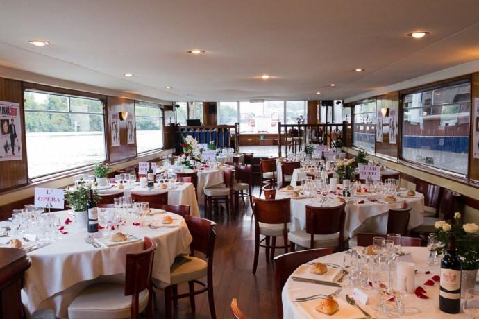 mariage-croisiere-peniche-quai-55-paris-decoration-theme-rouge-rose-photographe-soulbliss