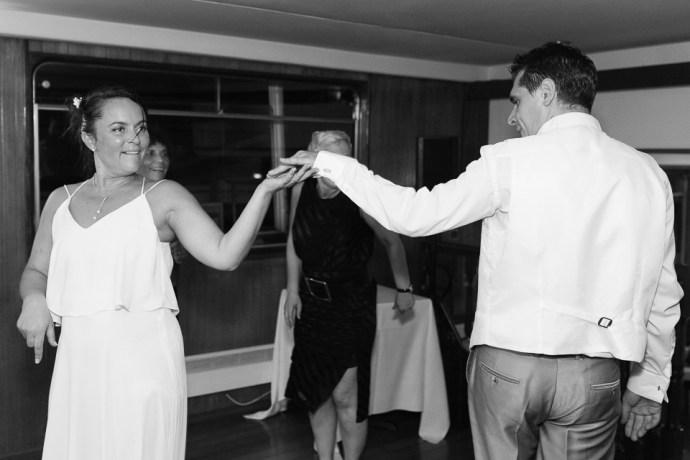 mariage-croisiere-peniche-quai-55-paris-soiree-DJ-ambiance-photographe-soulbliss