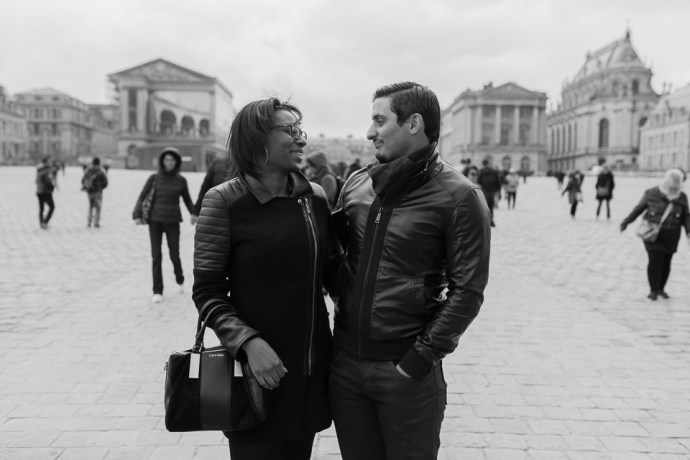 397-seance_engagement_couple_mixte_chateau_de_versailles_78_soul_bliss