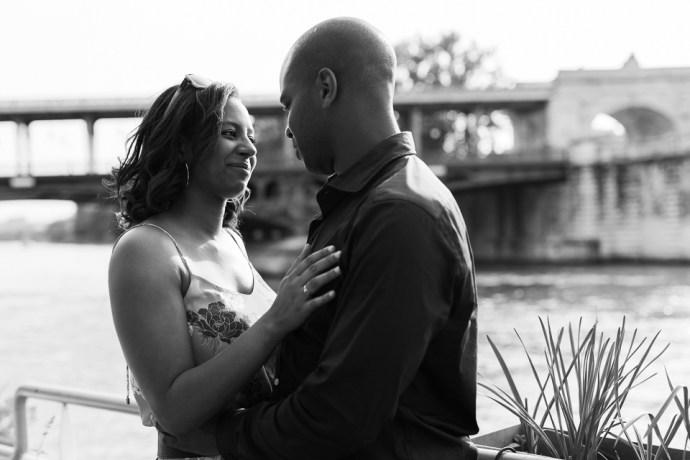437-seance-engagement-paris-tour-eiffel-photographe-mariage-soul-bliss