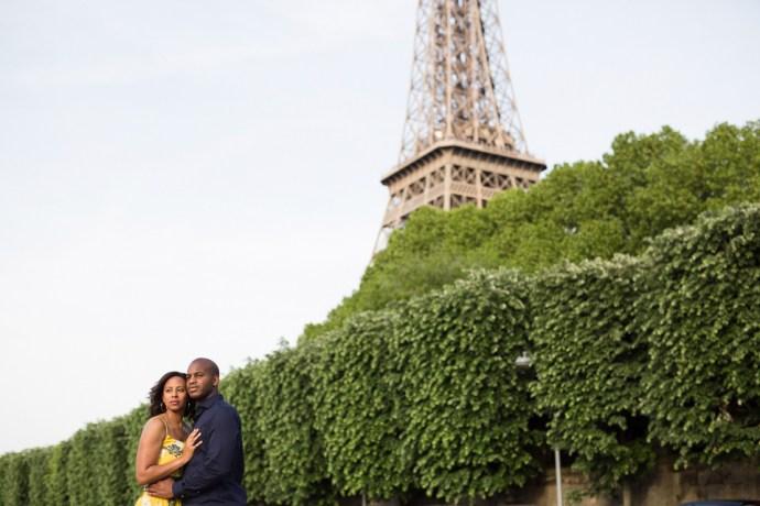 445-seance-engagement-paris-tour-eiffel-photographe-mariage-soul-bliss