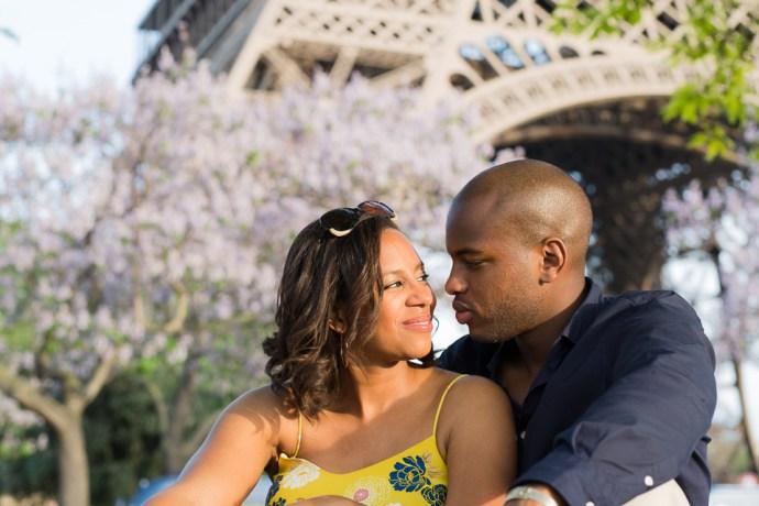 453-seance-engagement-paris-tour-eiffel-photographe-mariage-soul-bliss