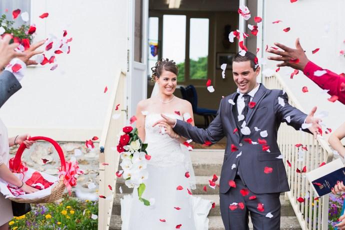 mariage-domaine-de-champgueffier-la-chapelle-iger-mairie-chanteloup-en-brie-petales-rouge-blanche-photographe-soul-bliss