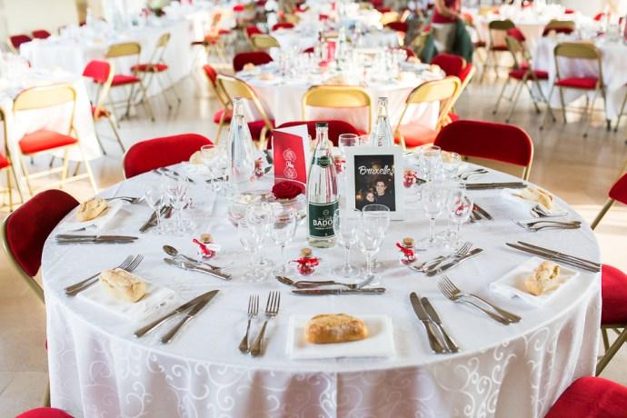 mariage-domaine-de-champgueffier-la-chapelle-iger-decoration-table-rouge-fleurs-photographe-soul-bliss