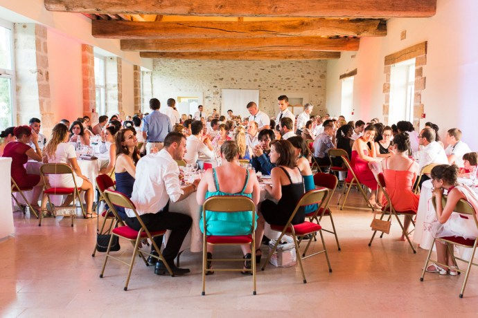 mariage-domaine-de-champgueffier-la-chapelle-iger-salle-repas-photographe-soul-bliss