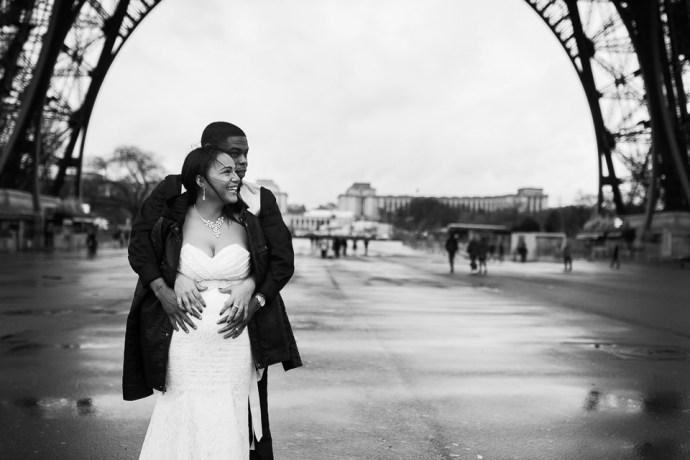 winter elopement eiffel tower paris france french weddin photographer
