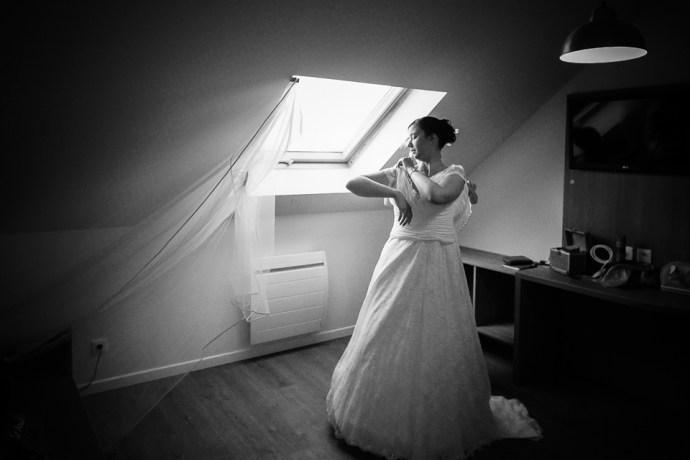 Mariage Moulin de Dampierre Saint Yon essonne preparatifs mariee robe dentelle une fille a marier hôtel photographe mariage paris soulbliss