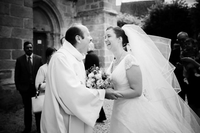 mariage moulin de dampierre saint yon essonne église saint sulpice de faviere pretre robe une fille a marier photographe mariage paris soulbliss