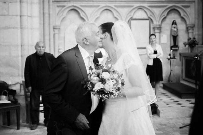 Mariage Moulin de Dampierre Église Saint-Sulpice de Saint-Sulpice-de-Favières découverte maries émotions père fille photographe mariage paris soulbliss