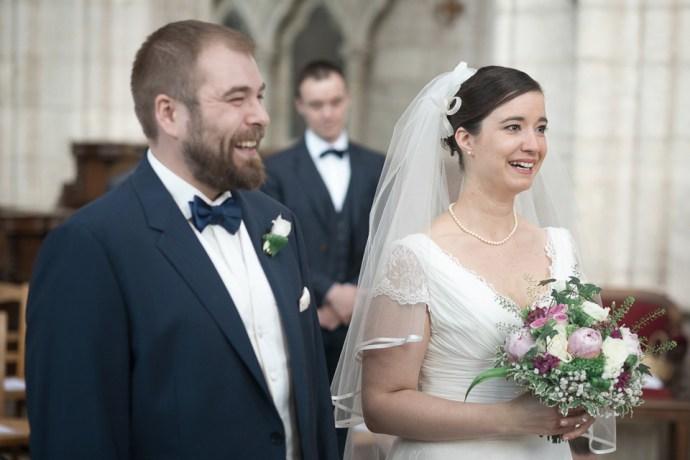 Mariage Moulin de Dampierre saint yon Église Saint-Sulpice de Saint-Sulpice-de-Favières cérémonie sourire maries photographe mariage paris soulbliss