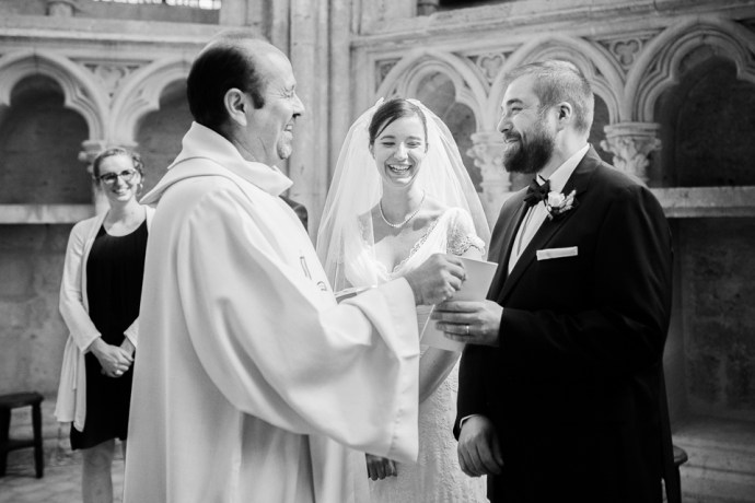 Mariage Moulin de Dampierre saint yon Église Saint-Sulpice de Saint-Sulpice-de-Favières cérémonie oui maries photographe mariage paris soulbliss
