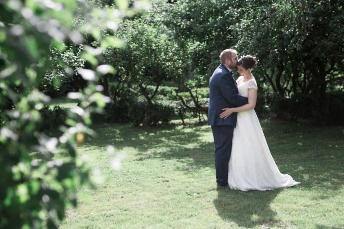 mariage moulin de dampierre portrait mariee une fille a marier photo de couple romantique photographe mariage paris soulbliss