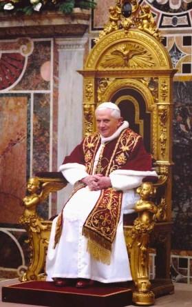 Papst oder Odin auf seinem Thron?