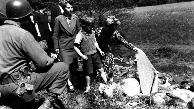 Schuldhypnose für kleine Kinder - PsyOp - Umerziehung - Bild Wikipedia