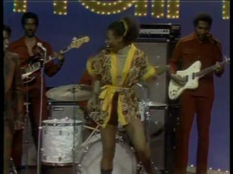 #tbt James Brown Out Danced on Soul Train [FULL VIDEO]