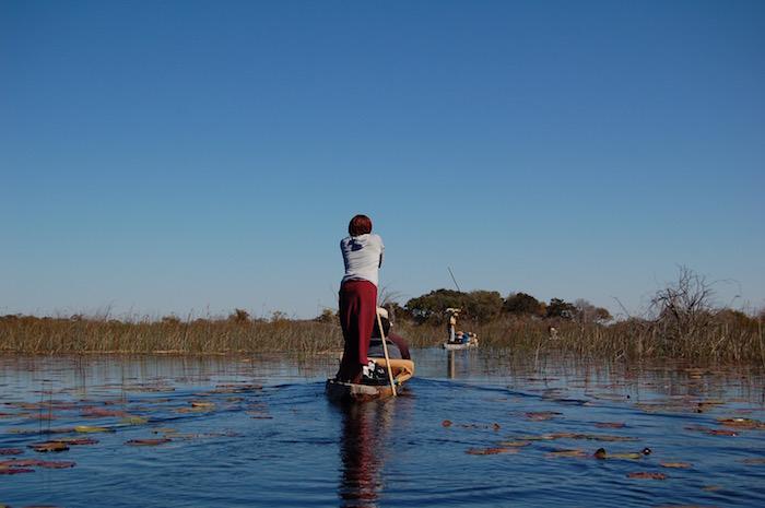 Donna con il mokoro Okavango
