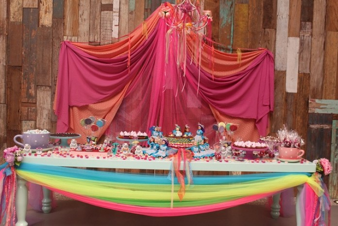 decoração-festa-infantil-mesa-tule