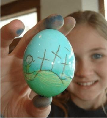 decoração-páscoa-ovo-com-desenho-da-cruscificação