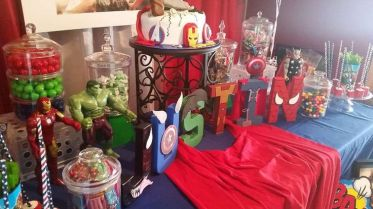 festa infantil vingadores mesa