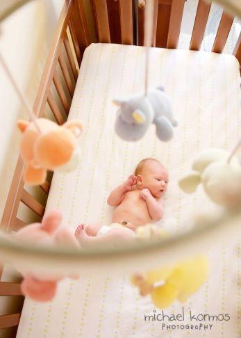 recém-nascido no berço