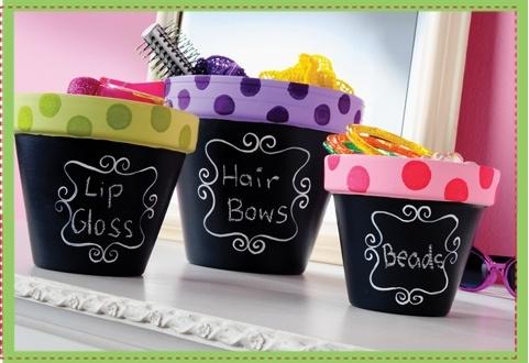 organizando-enfeites-de-cabelo-em-vasos