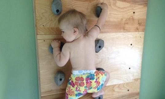 Crédito: Hypeness (bebê que aprendeu a escalar antes de andar)