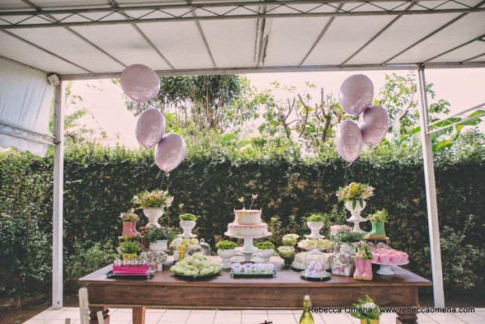 decoração da mesa do chá de bebê