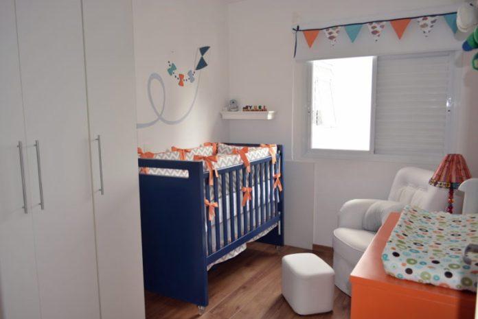 quarto de bebê simples, pintando o berço