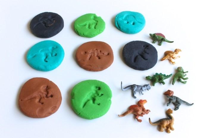 fósseis de dinossauros e massinha de modelar