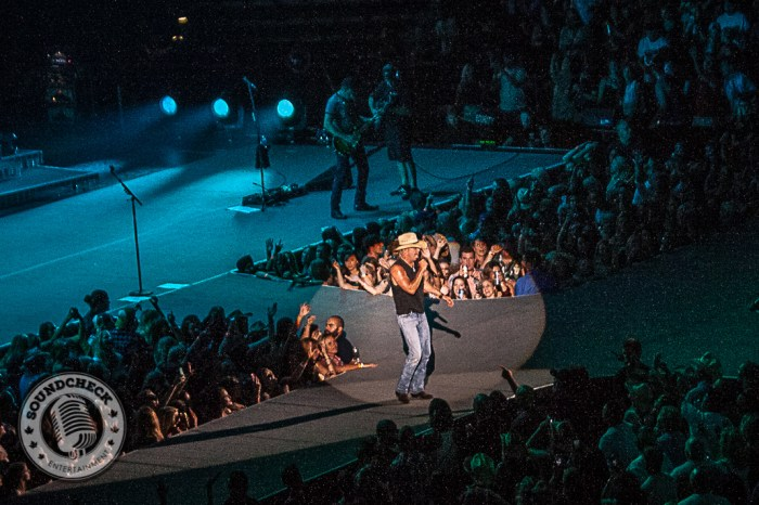 Kenny Chesney - First Ontario Centre - Photo: Ray Williams