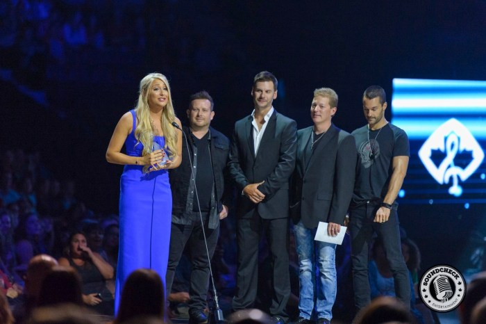 Madeline Merlo Accepts Emerging Artist at the 2015 CCMA Awards - James Batten Photography