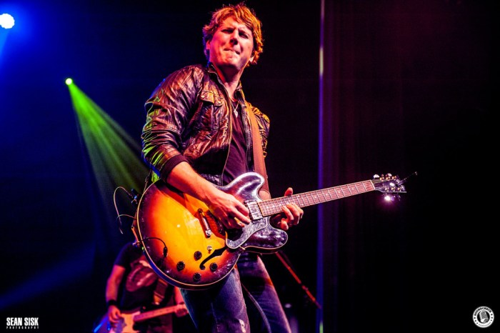 Jason Blaine jamming out at the Three's A Party Tour stop in Ottawa - Photo: Sean Sisk