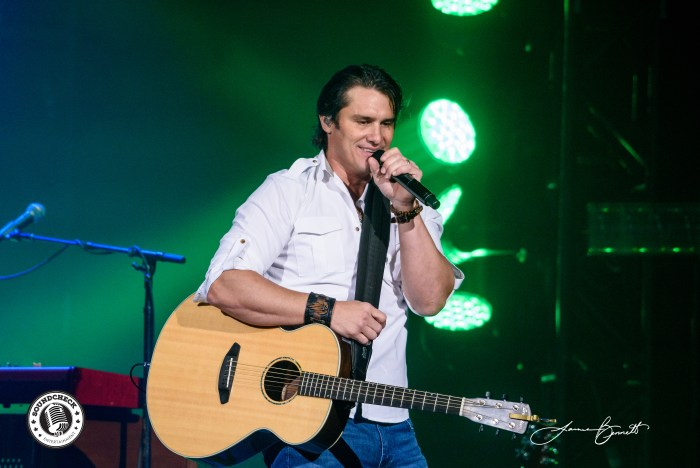 Joe Nichols performs in Halifax at Scotiabank Centre - Photo: James Bennett