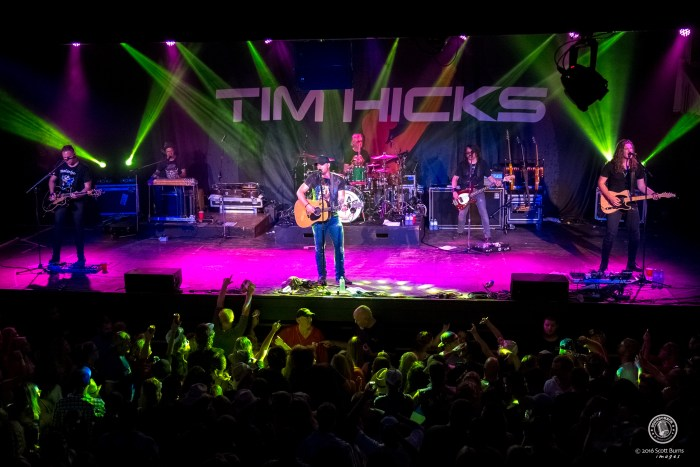 Tim Hicks performs at The KEE To Bala. Photo: Scott Burns