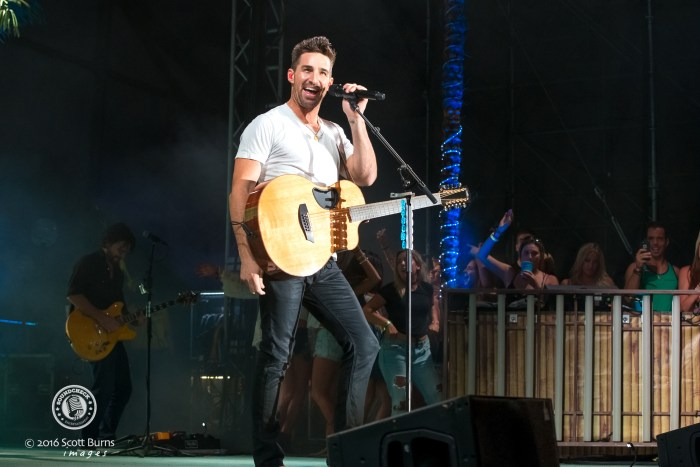 Jake Owen performs at Boots and Hearts Music Festival in 2016 - photo by Scott Burns for Sound Check Entertainment