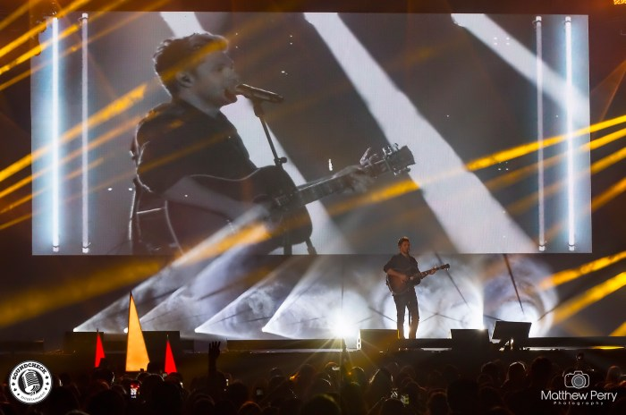 Niall Horan performs at iHeart Radio's Jingle Ball on November 25 at Air Canada Centre - photo by Matthew Perry