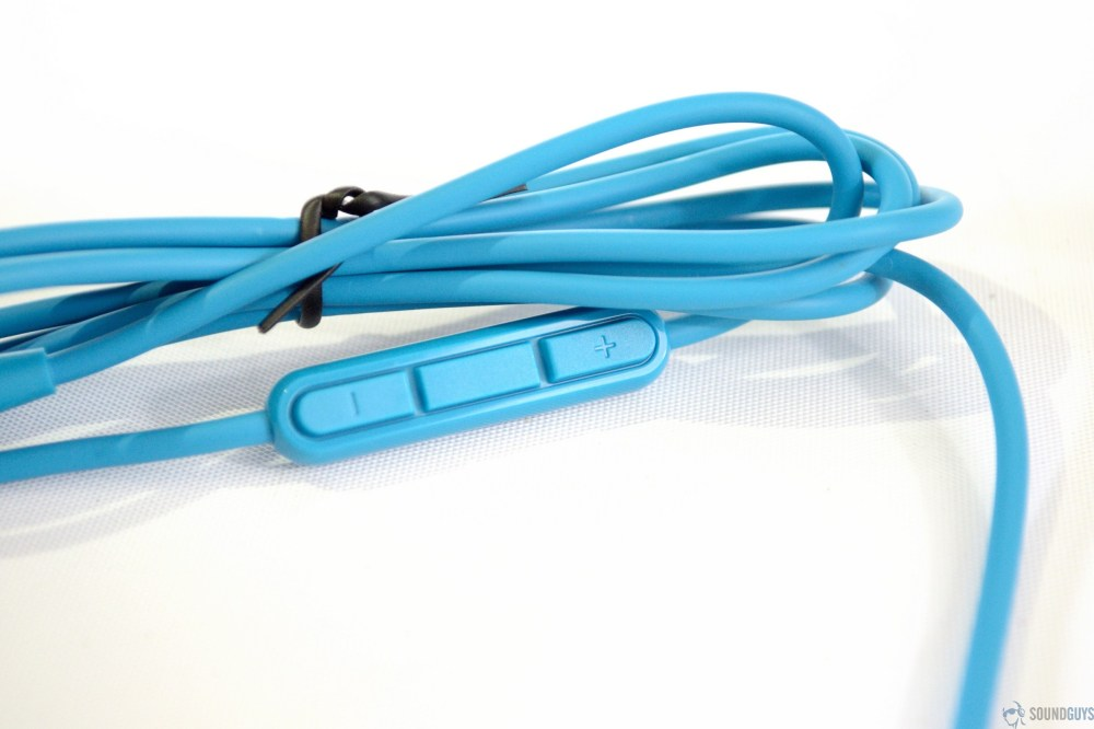 medium resolution of a photo of the bundled 3 5mm cable included with the bose quietcomfort 25