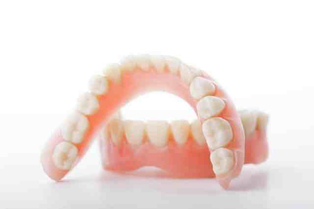 Benefits of specialist for denture implants