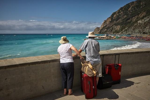 woman, man, beach, luggage